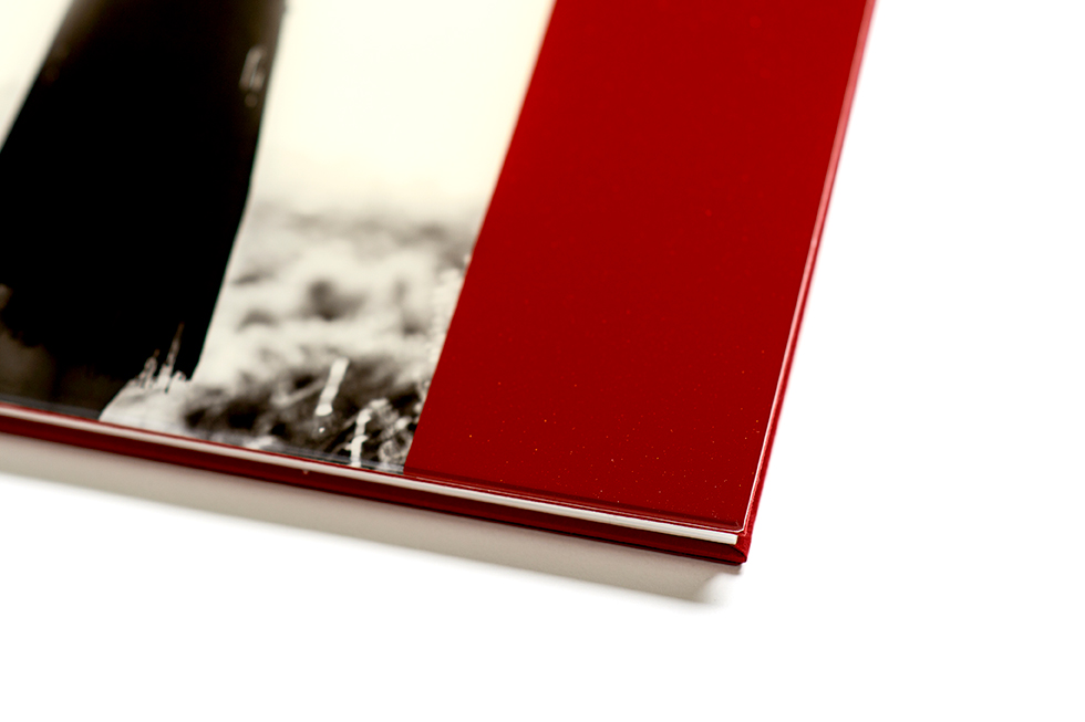 AsukaBook Cosmopolitan Photo Album Detail of the red acrylic cover
