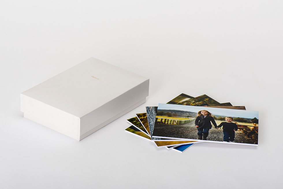 AsukaBook Photo Gallery Box comes with 12 5x7 mounted images